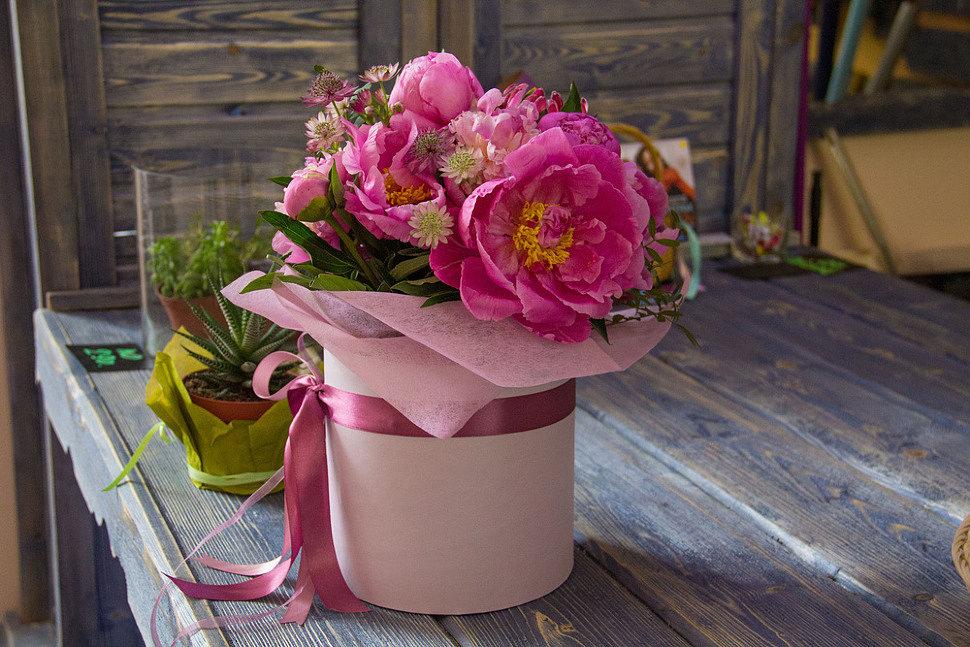 Купить цветы в цветочном магазине Хабаровска: букеты, цветы в шляпных коробках и другое. Заказать цветы с доставкой