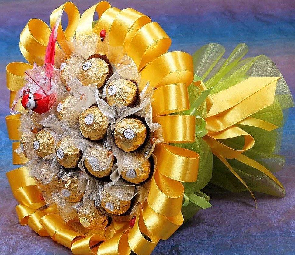 Букеты из конфет – лучшие подарки сладкоежкам